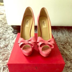 Valentino bow pink patent leather high heels